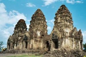 معبد سه برج در بانکوک تایلند