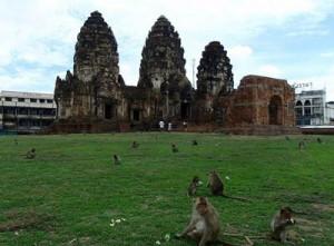 معبد سه برج تور تایلند