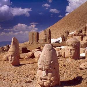 مجسمه های عظیم نمرود