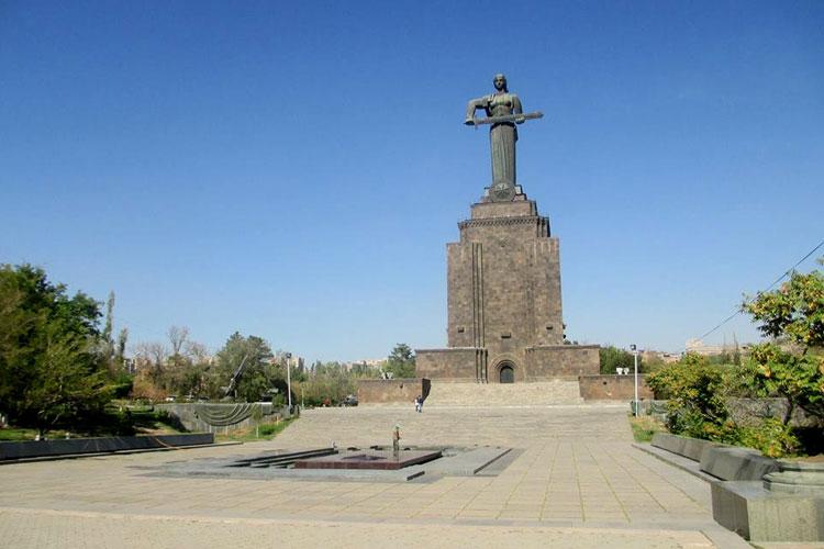 تور ارمنستان,مجسمه مادر ارمنستان