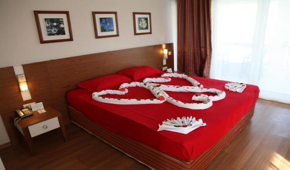 هتل کویینز پارک لجاردین آنتالیا