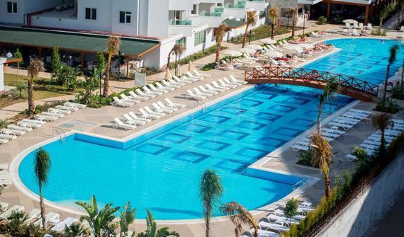 هتل لارا فمیلی کلاب آنتالیا